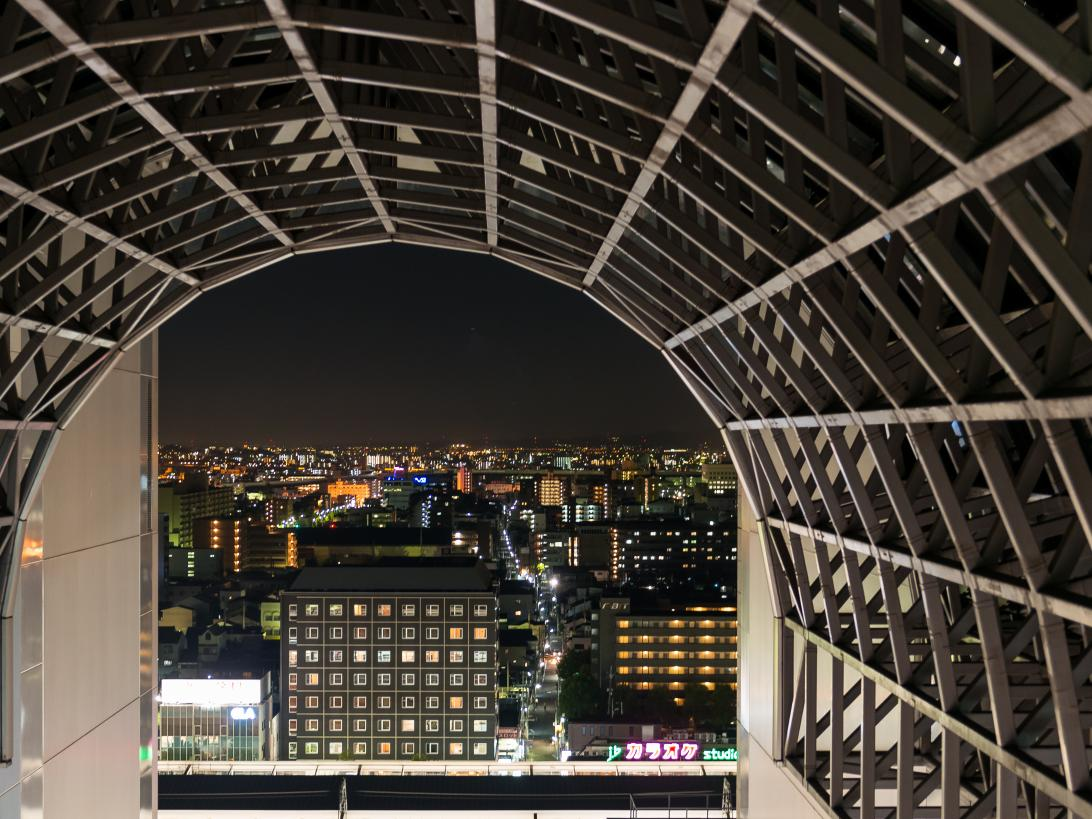 Ullrich_Bernd_Bahnhof mit Blick auf Tokio